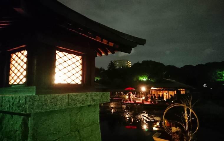 白鳥庭園の夜