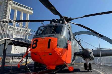 南極観測船ふじのヘリコプター