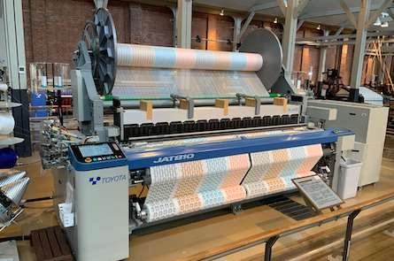 トヨタ産業技術記念館の繊維機械館